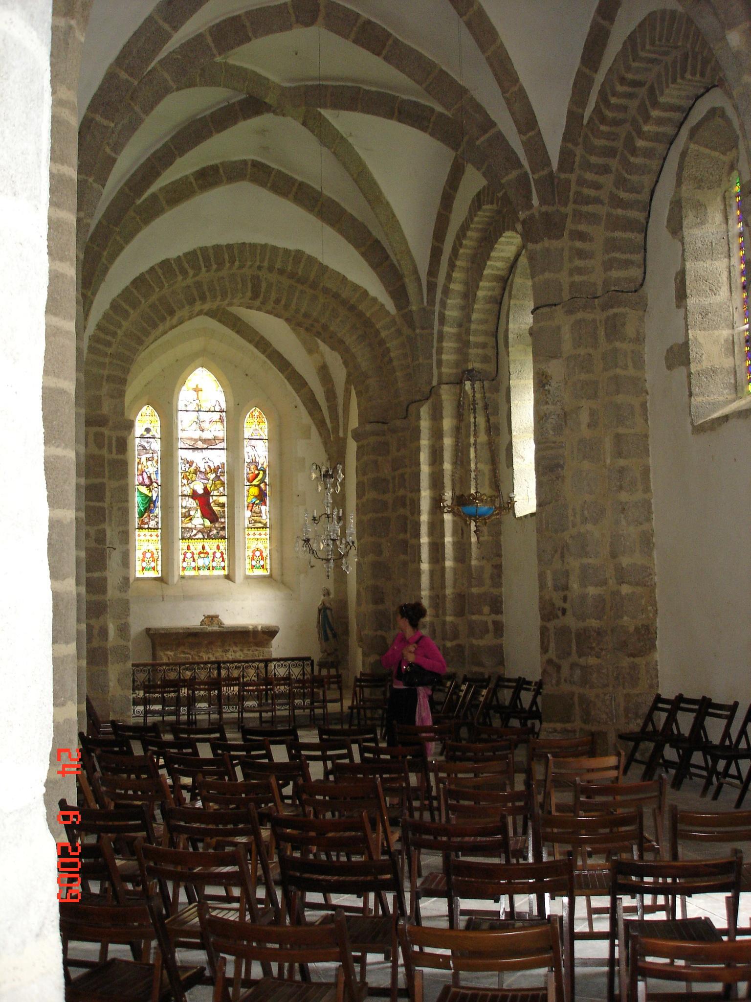 Nef de l'église de Pluviers